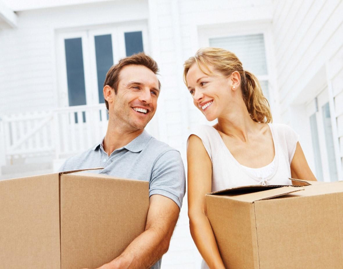 Упаковка личных вещей в картонные коробки. Перенос личного имущества по месту назначения.