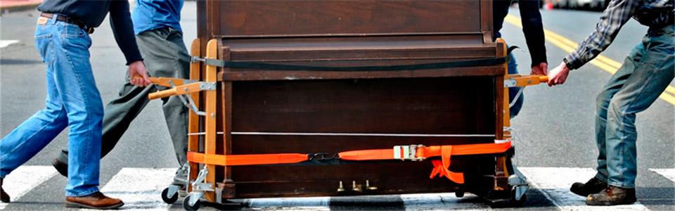 Особое оборудование и дополнительные приспособления для бережной переноски и перевозки пианино. Профессиональная специализированная бригада Переезд 24 гарантирует щадящую транспортировку инструмента.